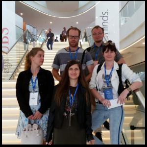 Zespół programistów podczas konferencji